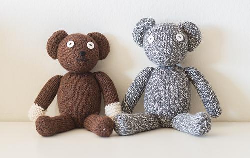 Custom_knit_teddy_bear_5_medium