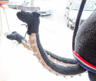 Knit_ice_skating_squid_small2