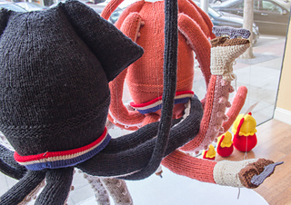 Knit_ice_dancing_squid_small2