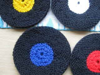 Vinyl_record_coasters_knit_version_009_small2