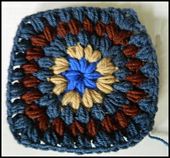 Row_5_puff_stitch_granny_square_pattern_small