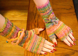 Handspun_mitts_front_small2