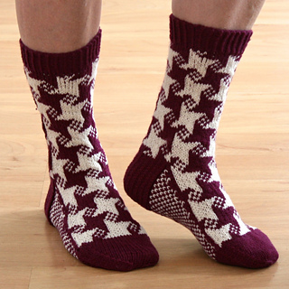 Photo6_swirling_star_socks_small2