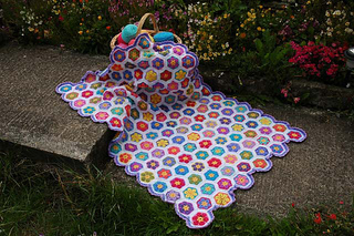 African_flower_hexagon_throw_forums_small2