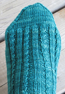Twist_sock_pompom_002web_crop_small2