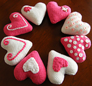 Heart Decoration Knitting Pattern : Ravelry: Valentine Heart Decorations pattern by Louise Watling