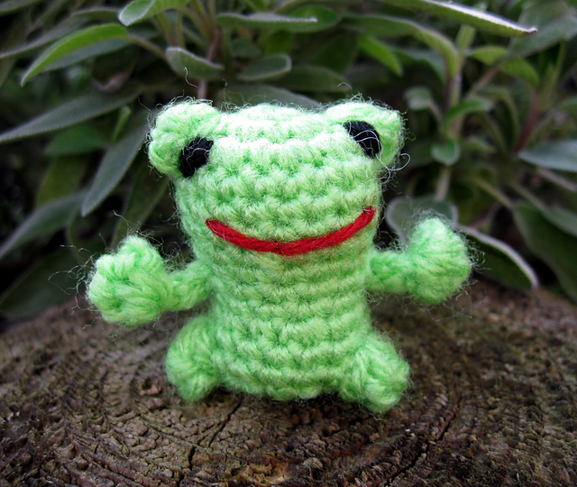 Mini Frog Amigurumi