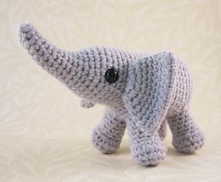 Baby_elephant_03_small2