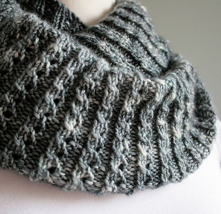 Twisted-rib-neckwarmer-deta_small2