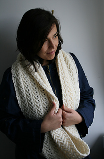 Cream_lace_cowl_118_3_small2
