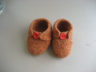 Brown_baby_shoes_small2