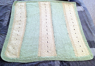Baby_blanket_with_eyelets_small2