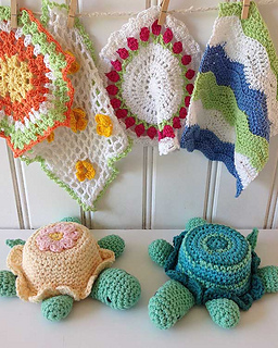 Ps028-baby-washcloths-and-rattles-set-close-up-optw_small2