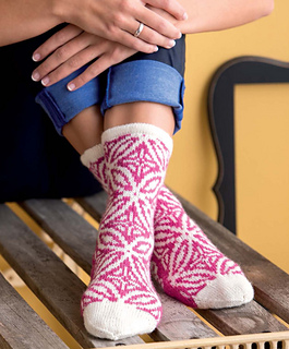 Op-art_socks_-_alhambra_beauty_shot_small2