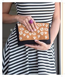 It_girl_crochet_-_edie_clutch_beauty_shot_small2