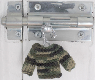 Camo_mini_sweater2_small2
