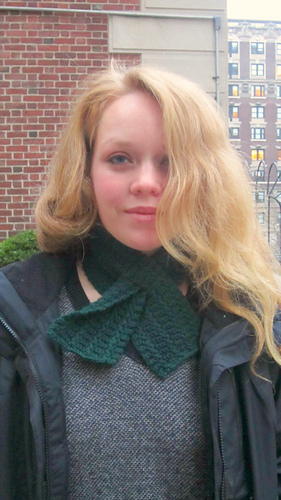 Twisted_cables_keyhole_scarf1_medium