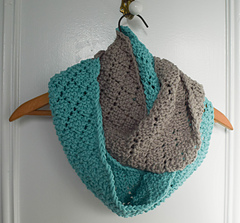 Two-toned_diamonds_infinity_scarf_free_knitting_pattern_by_underground_crafter__5_of_6__small