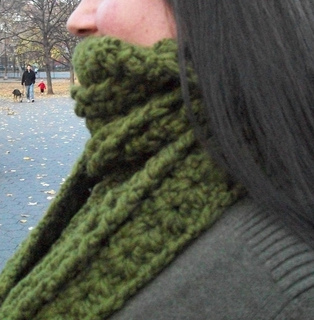 Moss_cables_and_shells_scarf_side_small2