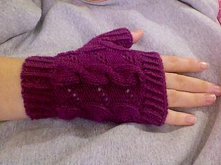 Violet_femme_glove_medium_small2