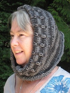 Broken_stripe_moebius_cowl_and_198_yds_of_heaven_002_small2