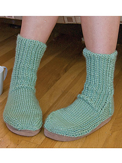 112nk_knitslippersocks_sc_small2