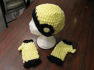 Hats_and_fingerless_gloves_yellow_small2