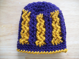 Crossed_cabled_two_tone_small2