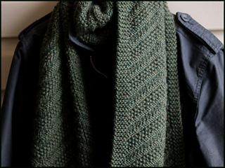 _4_green_scarf_6x4pt5ins_264dpi_jpg10_a094593_small2