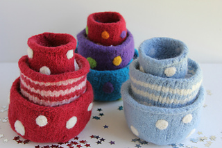 Nesting_felted_bowls_picture_1_img_2353_small2