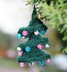 Ravelry-twisted-christmas-tree-pinknblue_small