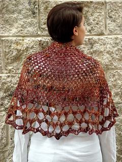 Ql_whitsunday_crochet_butterfly_shawl4_small2