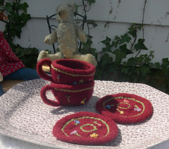 Teacup_and_saucer_014_crop_small