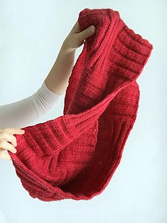 Betsys_cowl_in_hand_small2