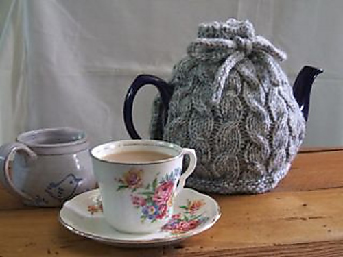 Knit Cable tea cozy free pattern by creatingruth.wordpress