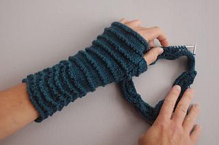 Wrist_knitting_small2