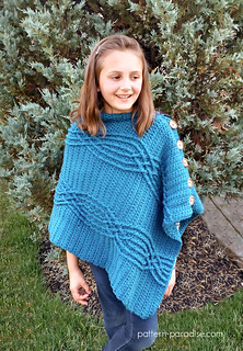 Cabled_poncho_4_small2