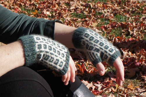 Box and Beam Wrist Warmers PDF
