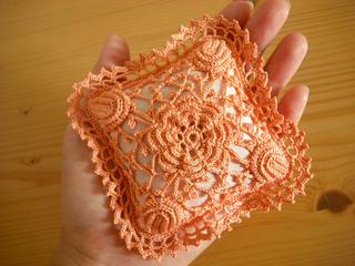 Irish_lace_pin_cushion_small2