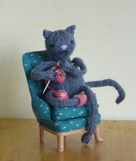 Knittingkitty2_small2