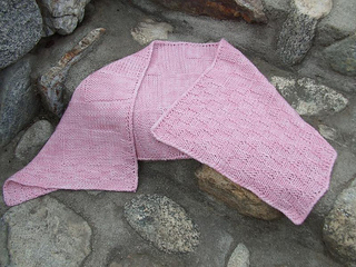 Pink_shawl_on_the_rocks__dscf0300_small2