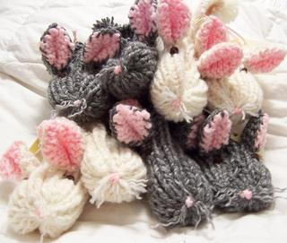 Four_bunnies_small2