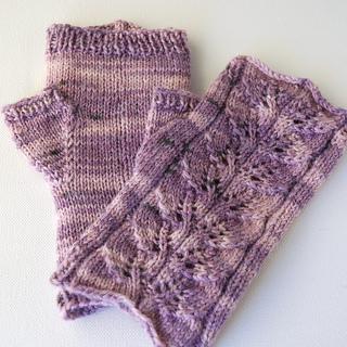 Ravelry: Twin Leaf Fingerless Gloves pattern by Sashka ...
