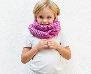 Baby-pom-scarf-knitting-kit6_small2