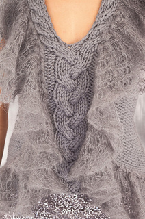 Ruffle_edge_vest_front_detail_small2
