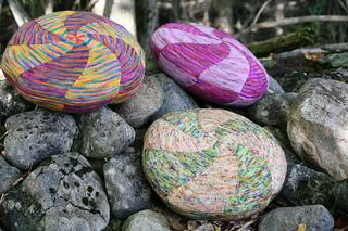 Candy_swirl_pillows_koigu_mag2_11_11_rocks_small2