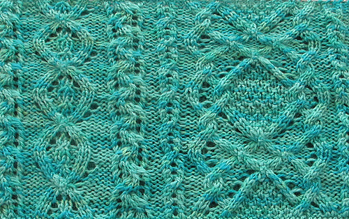 Aran_lace_cowl_green_cropped_medium