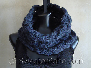 Luscious_cabled_cowl2_500_small2