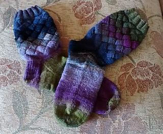Barbara_s_entrelac_socks_small2