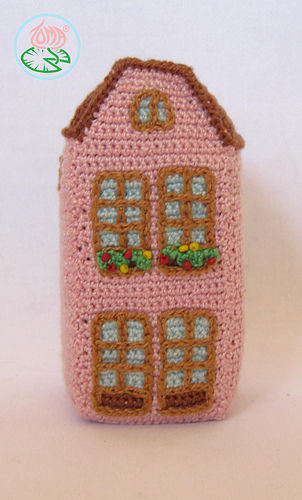 Amigurumi_aachen_house_3_-__2012_toma_creations_medium